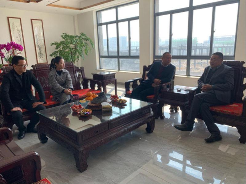 安庆市罗岭镇政府走访慰问安庆市康明纳包装有限公司